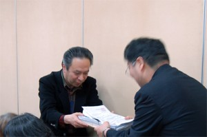 京都市に対し国保料引き下げ請願署名を提出